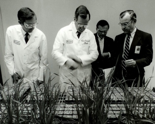 Dr. Carpenter with Nick Reding, Dick Mahoney and George Bush Sr at Monsanto